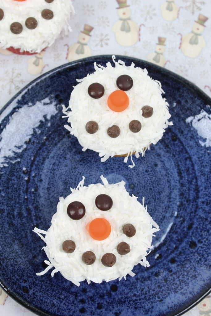 Disney Frozen Treats featured by top US Disney blogger, Marcie and the Mouse | Do you wanna bake a snowman? These delicious and easy snowman cupcakes are super cute and super easy. Here's how to make them!