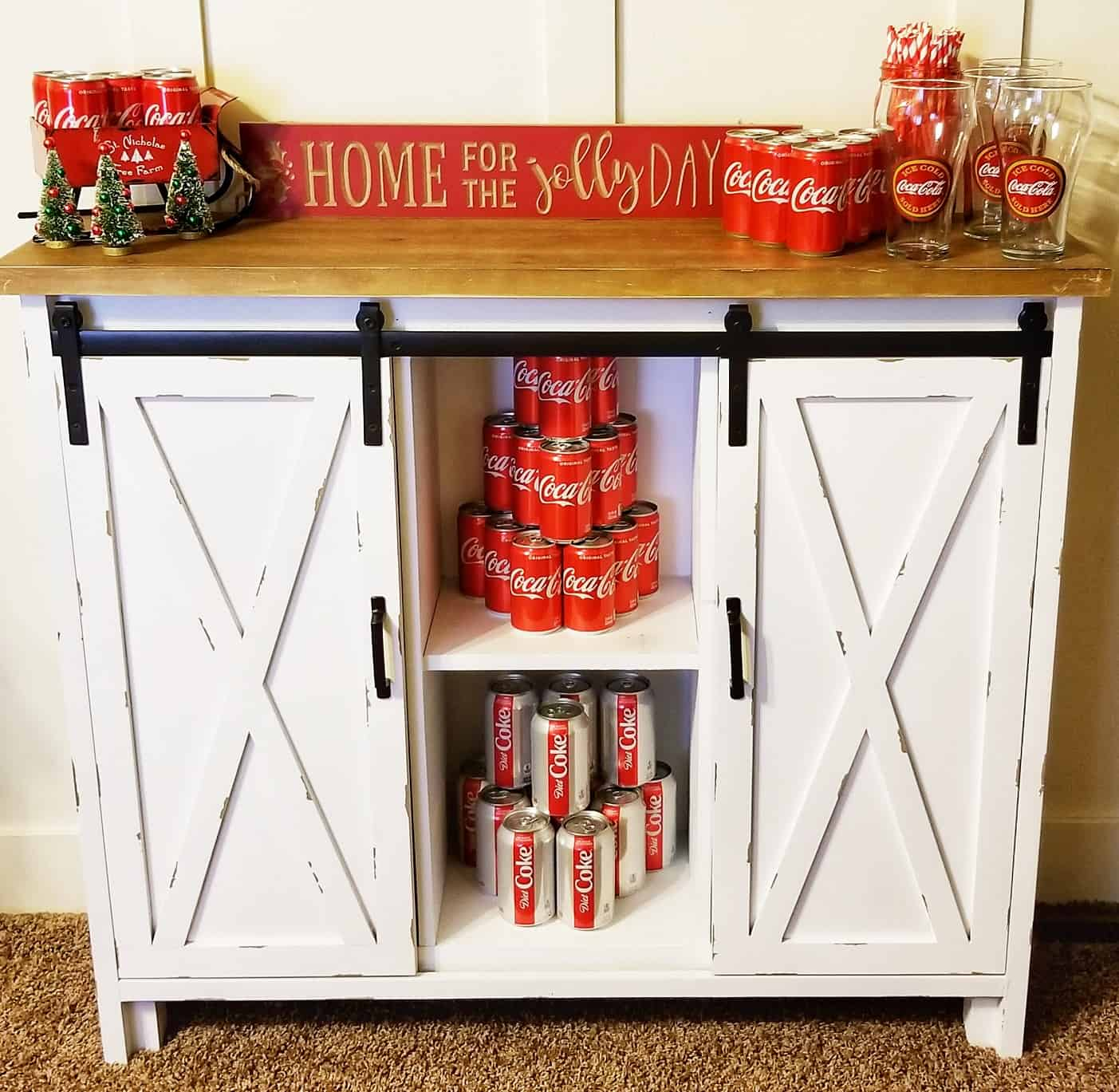 How to Create a Holiday Beverage Bar